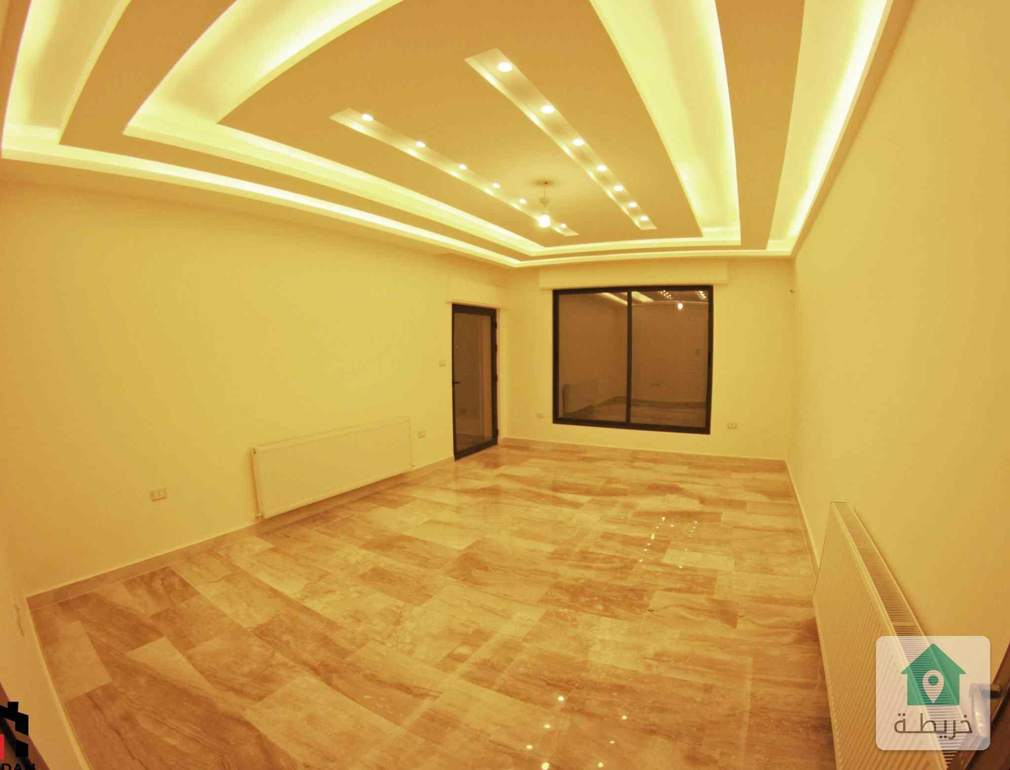 شقة مميزة مساحة ١٨٠من المالك مباشرة على طريق المطار خلف المدارس العالمية