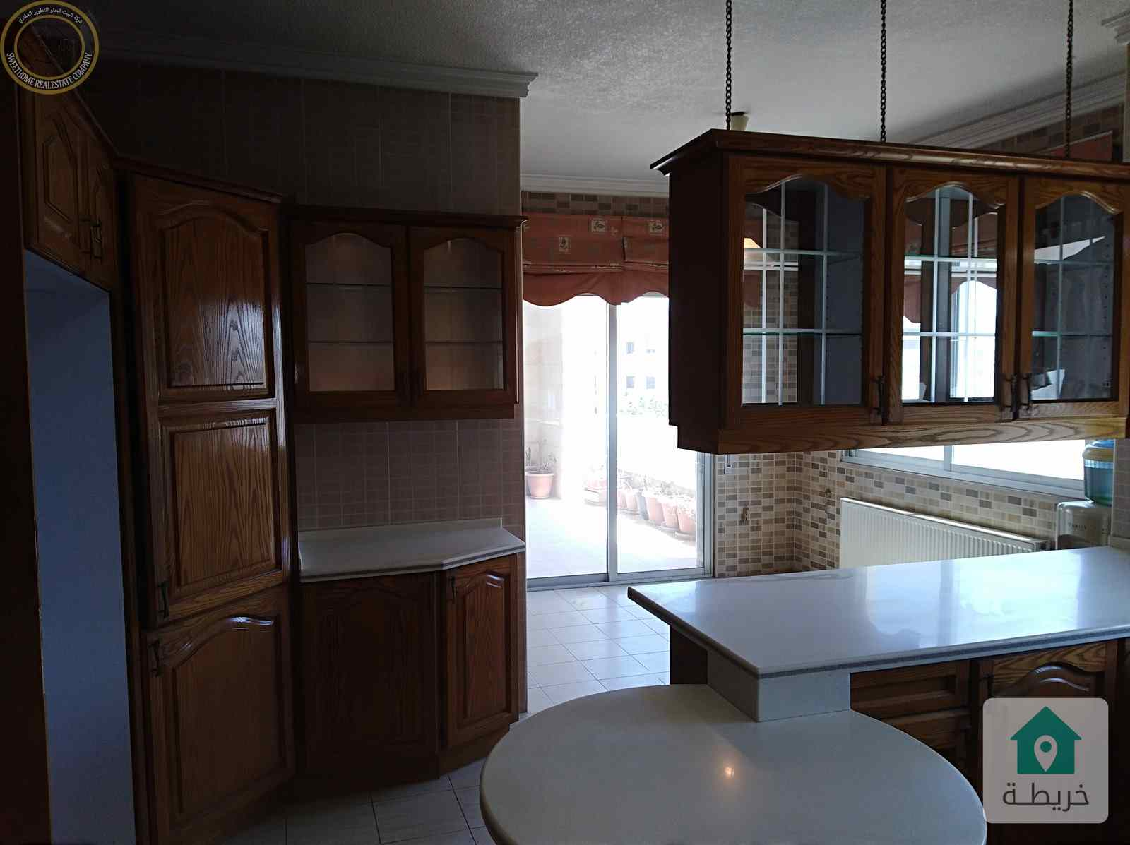 شقة مميزة للبيع في خلدا طابق ثالث 320م مع روف 110م بسعر مغري.