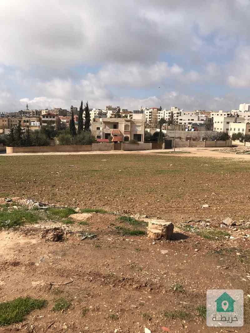 منزل ٣ طوابق وسطح وقطعة ارض مزروعة مطروحة بالمزاد العلني بقرار محكمة جنوب عمان