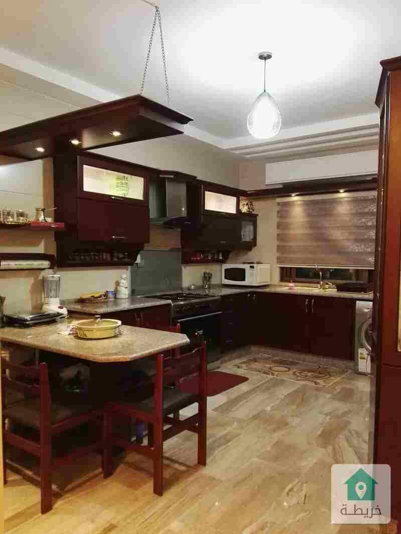 شقة ارضية فاخرة مع ترس في الجبيهة للبيع