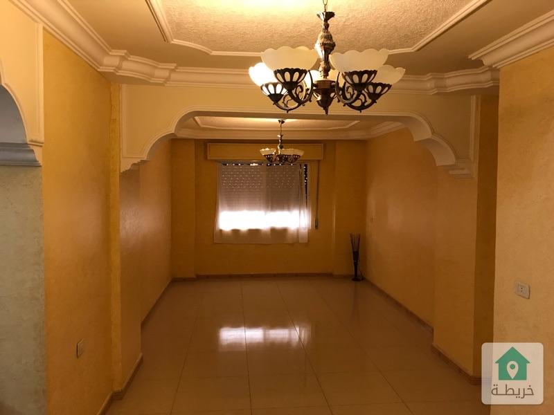 شقة في الزرقاء الجديدة قرب شارع ٣٦ التجاري  قريبة من جميع الخدمات بمافيها الخدمات الصحية
