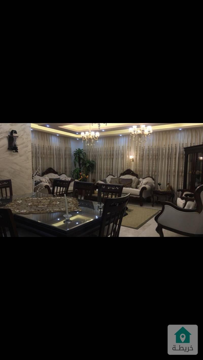 شقة ارضية 3 مداخل تقع على ثلاث شوارع مرتفعة ومطلة في الفحيص