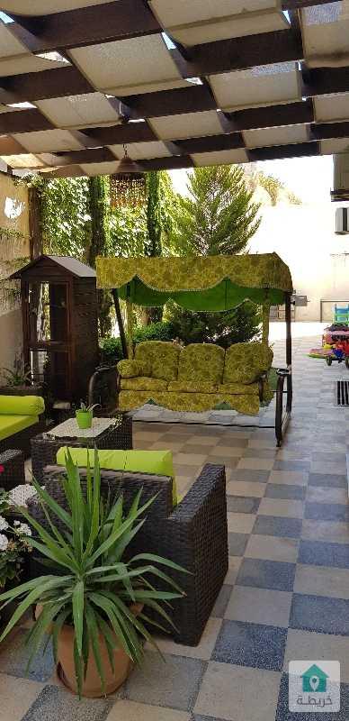 شقة شبه أرضية مساحة ١٨٠م مع حديقة ٢٨٠ متر