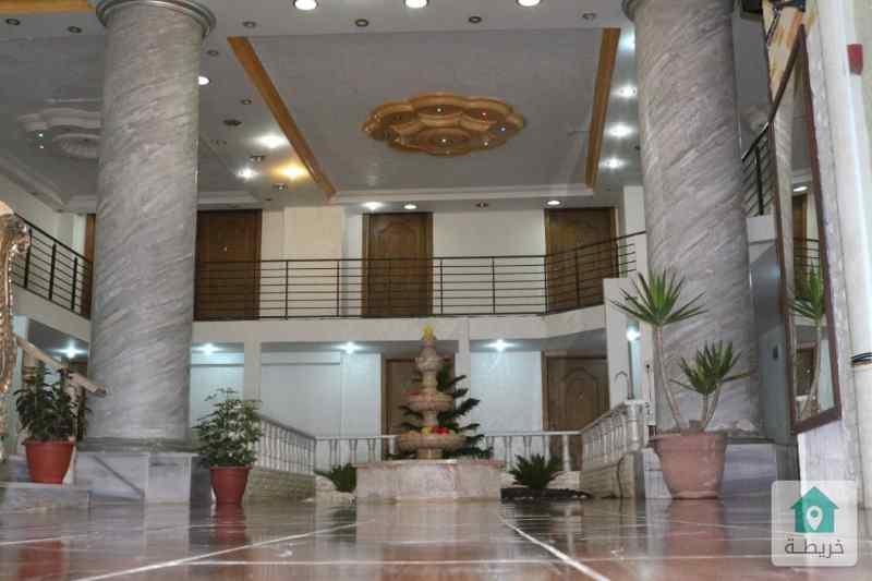 مجمع تجاري متعدد الاغراض مميز للبيع او البدل قرب جامعة عمان الاهلية من المالك مباشرة