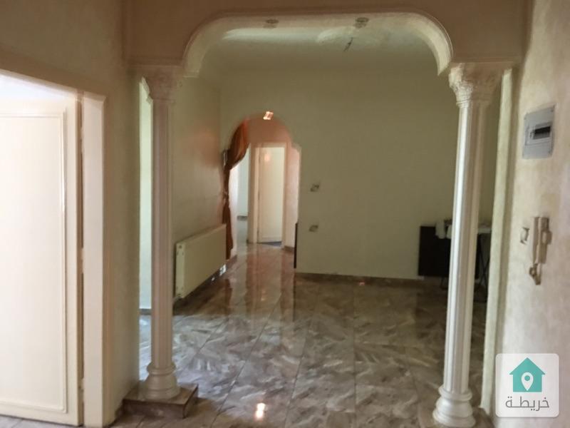 شقة للبيع بالجاردنز بالقرب من بن العميد ومسجد زميلي  قريبة جدا من جميع الخدمات