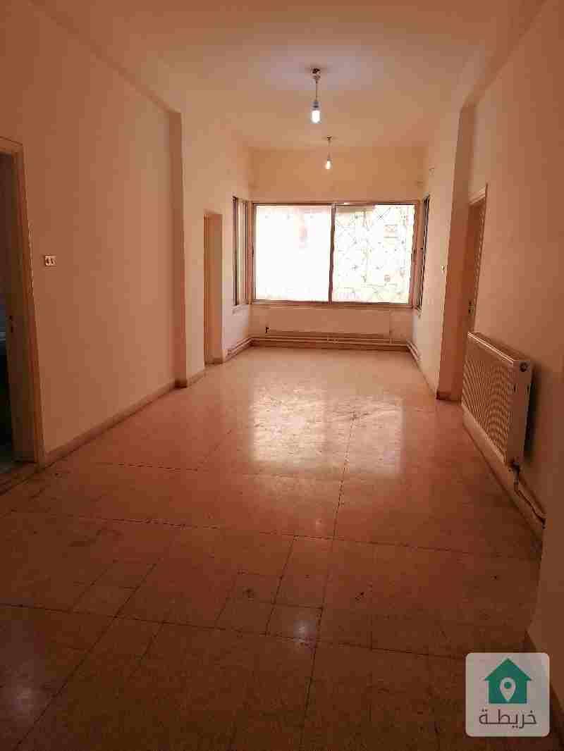 شقة للإيجار في جبل الحسين قرب إشارات فراس