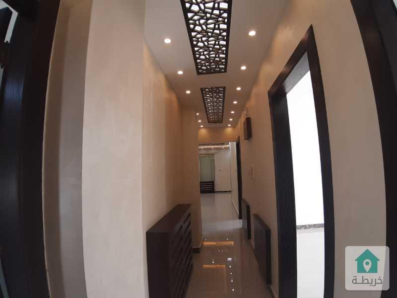 شقة في أجمل مناطق خلدا مقابل مركز زها مجددة بالكامل - طابق رابع مع روف