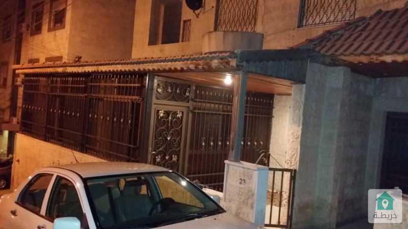 بالتقسيط شقة ارضية مفروشة للبيع ومن المالك مباشرة  مقابل البوابة الرئيسة للجامعة بسعر 54 ألف فقط