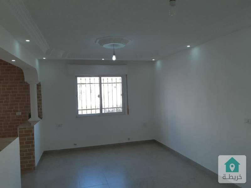 شقة ارضية  ١٥٦ متر بجانب صحارى مول ابو نصير   مع ترس وكراح خاص