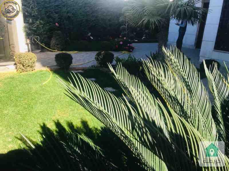 شقة فاخرة للبيع في الصويفية 255م مع حديقة وترسات 120م.