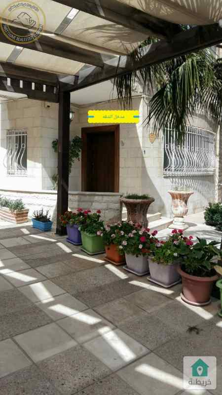 شقة ارضية دوبلكس مميزة للبيع في ام اذينة 380م مع حديقةوترسات 500م
