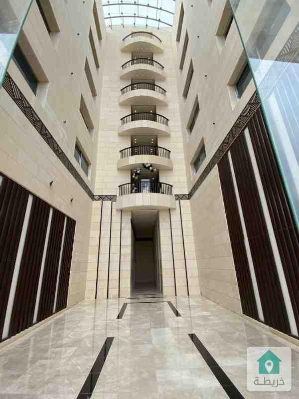 مكتب تجاري فارغ للايجار بجانب برجر كنغ - دوار الكيلو مجمع حسين الحسيني