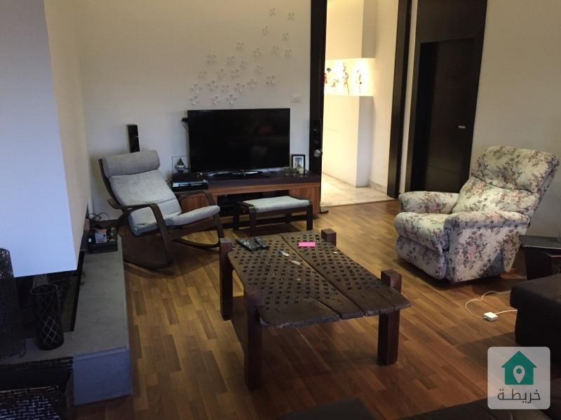 شقة مطلة في أم السماق للبيع بداعي الهجرة 250م2
