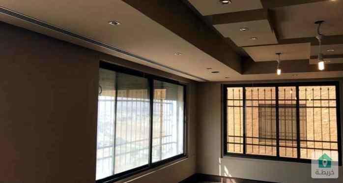 شقة دوبلكس مميزة ذات اطلالة رائعة للإيجار السنوي