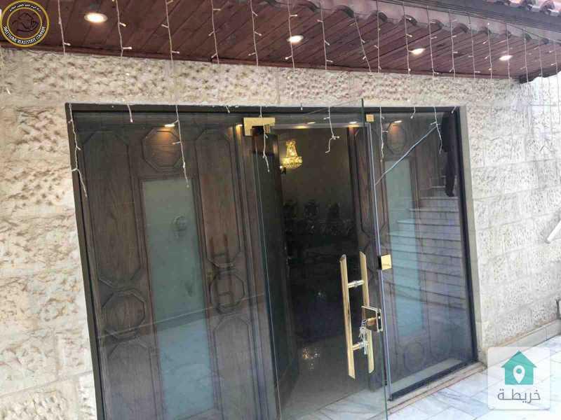 شقة ارضية مميزة للبيع في دير غبار 300م مع حديقة وترسات 150م