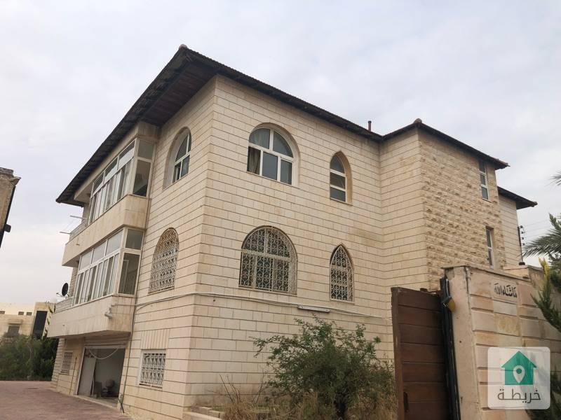 فيلا قديمه 3 طوابق على ارض 1285 متر مربع