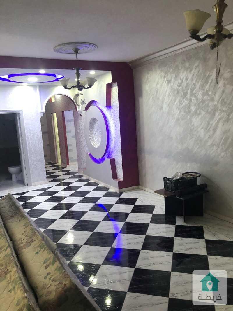 شقة شبه ارضي مع ترس للبيع في ضاحية الياسمين