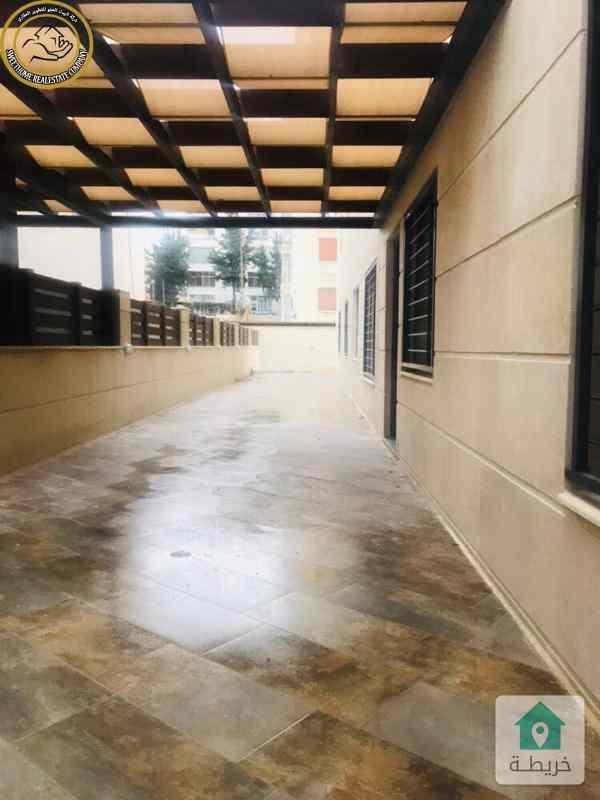 شقة ارضية للبيع في الصويفية 195م مع حديقة وترسات 160م.