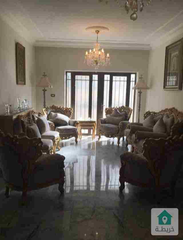 شقة ارضية للبيع من المالك في ام السماق  ١٣٥ م مع حديقة ١٢٠ م