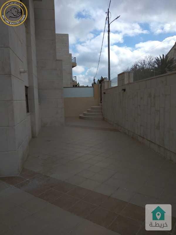 شقة مميزة للبيع في عبدون 215م مع حديقة وترسات 150م.