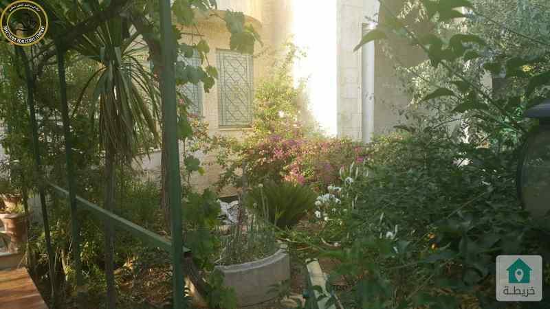شقة ارضية دوبلكس مميزة للبيع في خلدا 250م مع حديقة وترسات 200م.