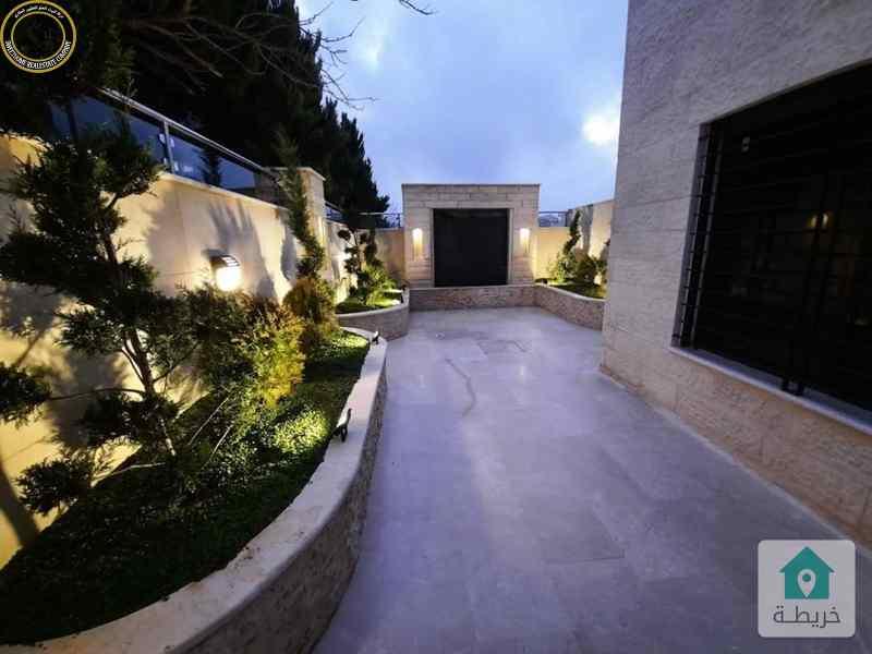 شقة فاخرة للبيع في تلاع العلي 210م مع حديقة وترسات 170م لم تسكن.