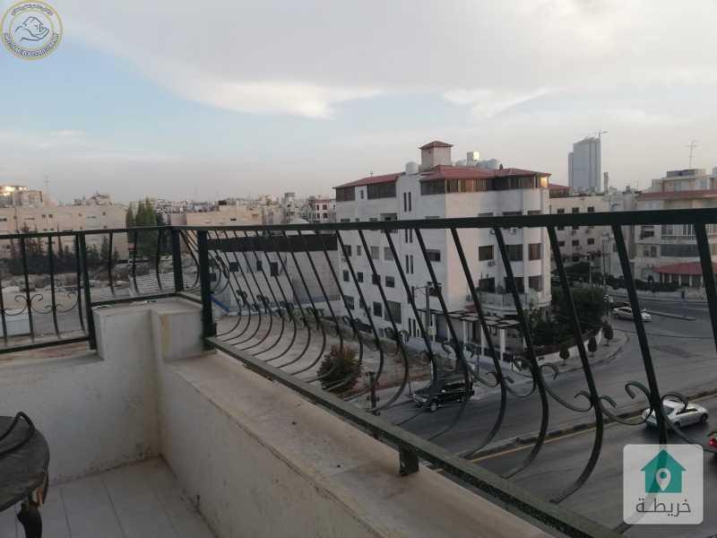 شقة مميزة للبيع في الرابية قرب الكالوتي طابق ثالث 240م بسعر90000.