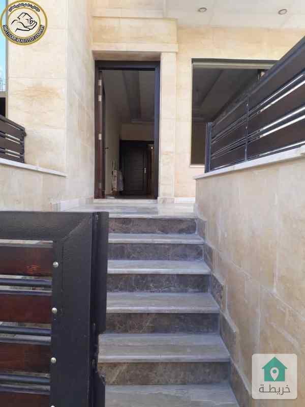 شقة ارضية فاخرة للبيع في الامير راشد 190م مع ترس 30م لم تسكن.