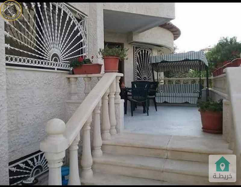 شقة ارضية طابقية مميزة للبيع في الامير راشد 290م مع حديقة 200م.