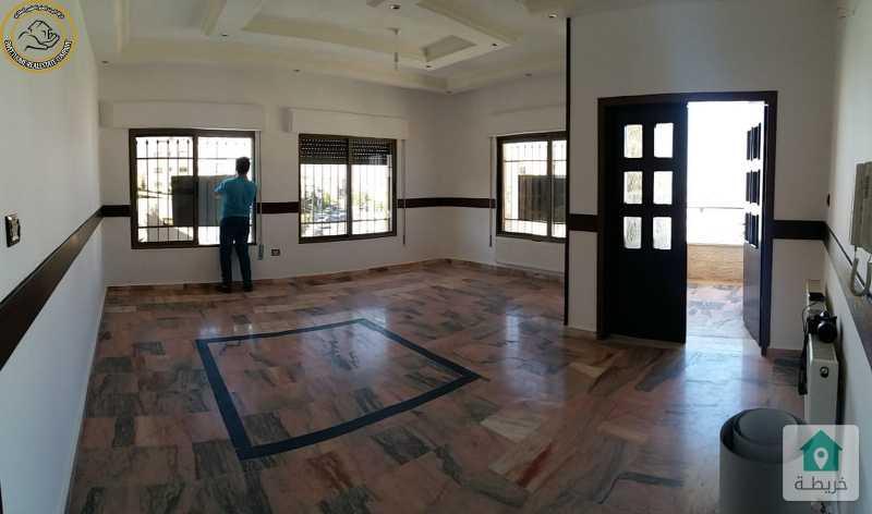 شقة مميزة للبيع في تلاع العلي طابق ثالث 135م مع روف مبني 133م.