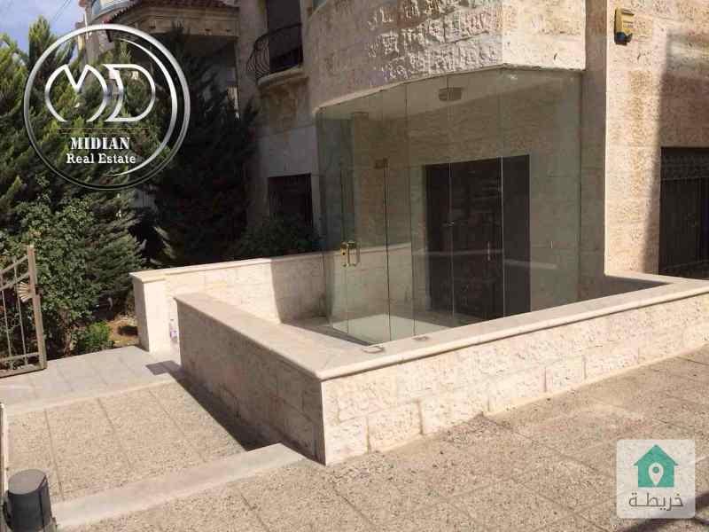 شقه ارضية للبيع ام اذينة خلف زاد الخير مساحه 270م مع حديقه 250م .