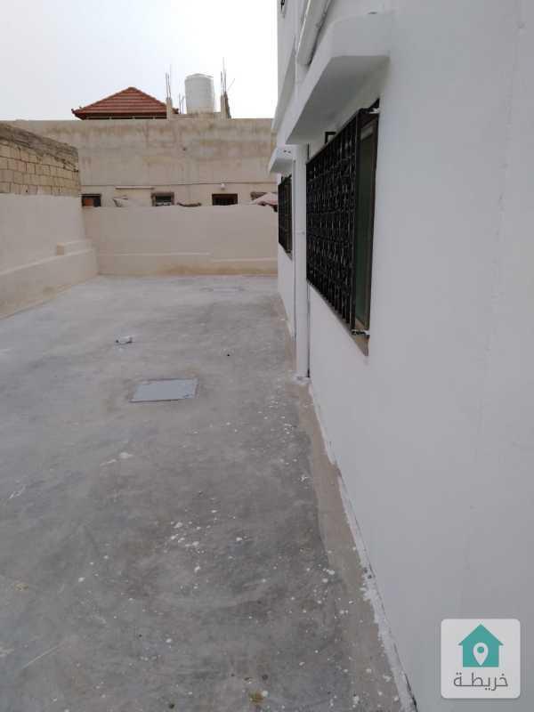 ثلاث شقق بمساحة 400 م2 مطلة قرب الجسر للبيع بالكامل او البدل مساحة الارض 564 م2 شارع 12