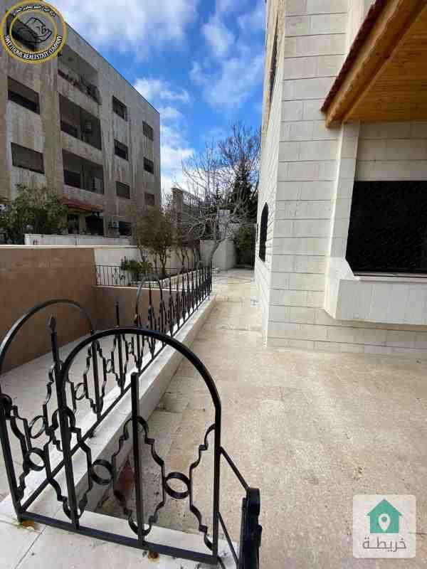 شقة ارضية مميزة للبيع في الجاردنز 185م مع حديقة وترسات 200م