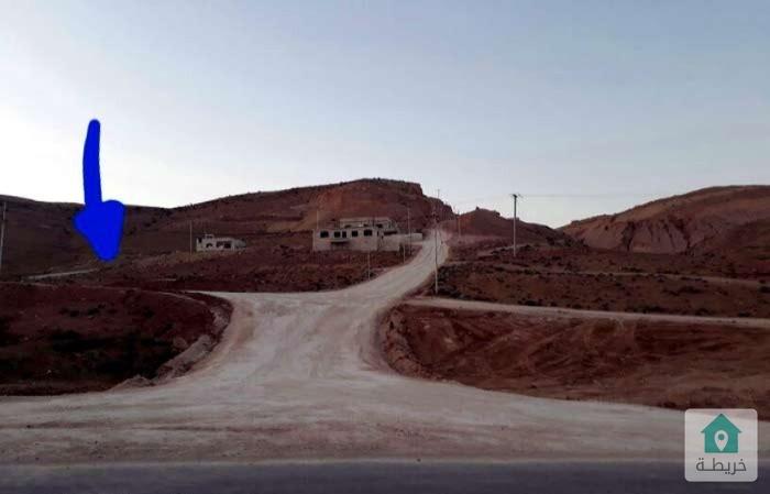 ارض في شومر الزرقاء مساحه ٥٥٠ متر