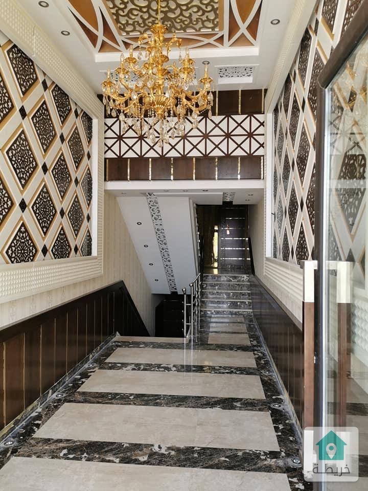 شقة ارضية فاخره للبيع في خلدا بلقرب من حدائق الحسين ٢٤٠ متر