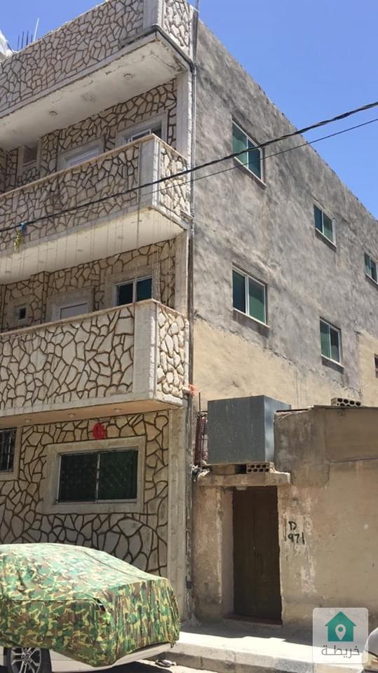 بيت مستقل ثلاث طوابق في البقعة للبيع بسعر مغري