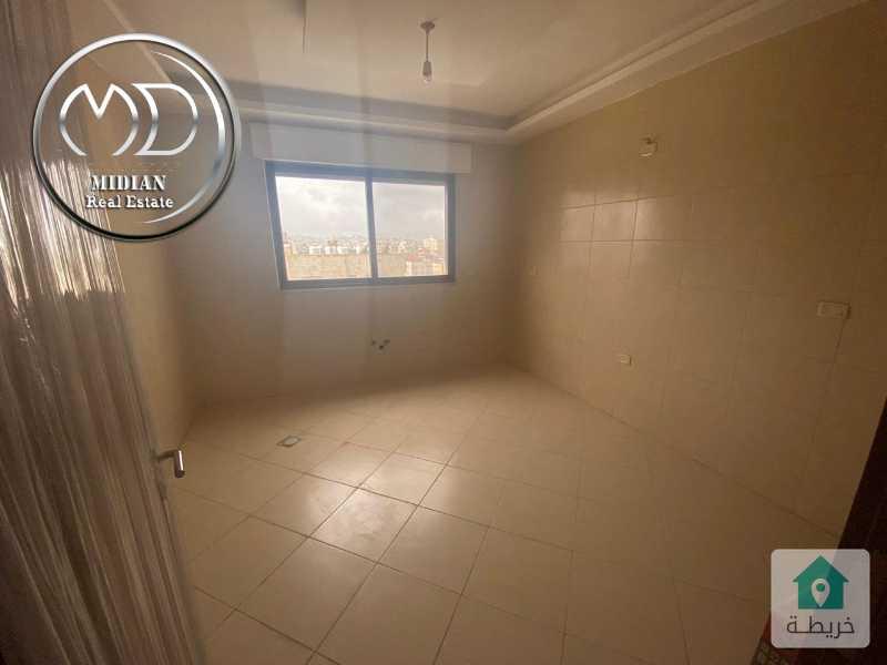 شقة شبه ارضي فارغة للايجار ضاحية النخيل - مساحة 200م تشطيب سوبر ديلوكس .