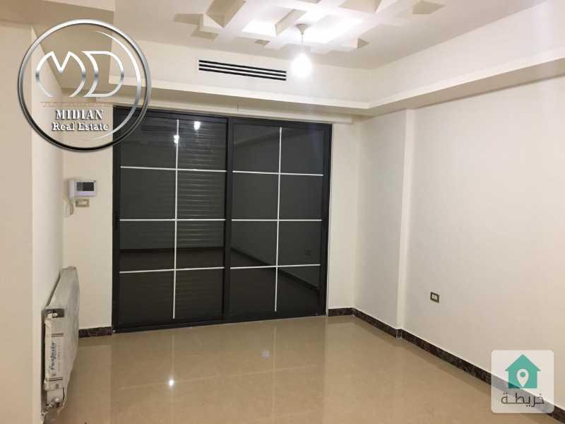شقة ارضيه فارغه للايجار - الرابية مساحة 100م مع ترس 40م نشطيب سوبرديلوكس .