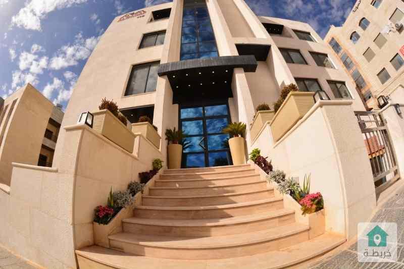 شقة للبيع في خلدا خلف مدارس الدر المنثور مكونة من 3 غرف نوم و3 حمامات وصالون وصالة ومطبخ وبلكون