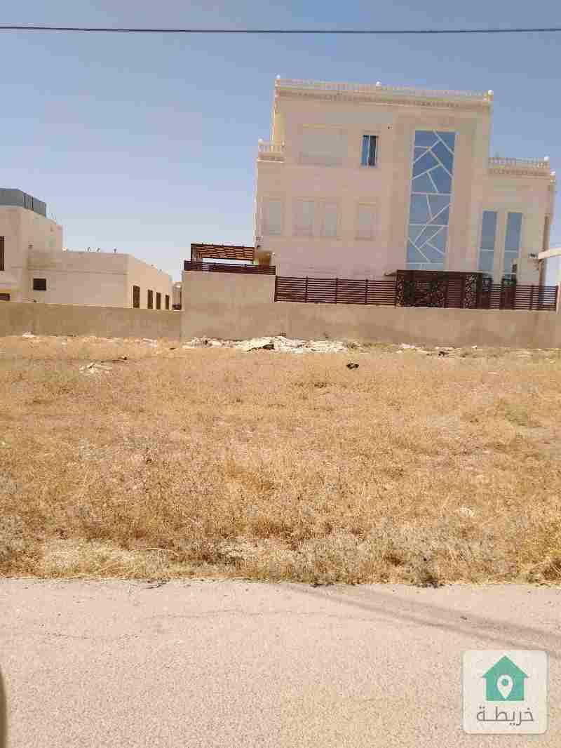 ارض مميزة على طريق المطار منطقة الطنيب بجانب فلل