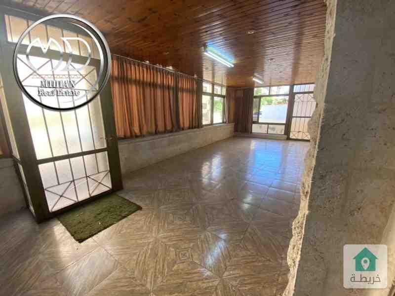 شقة ارضية فارغة للايجار الجندويل قرب مخابز الديار مساحة 100م مع ترس وحديقة 70م