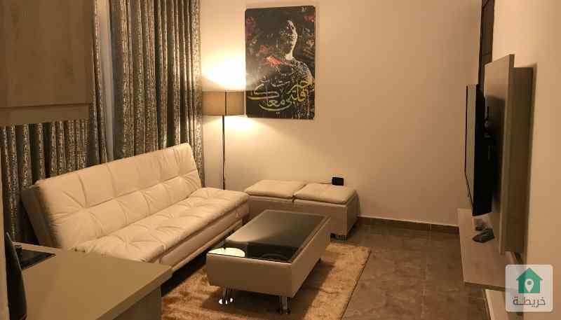 شقة 80 متر مقسومة استوديوهين مفروشة بعائد سنوي 8400 للبيع في شارع الجامعة