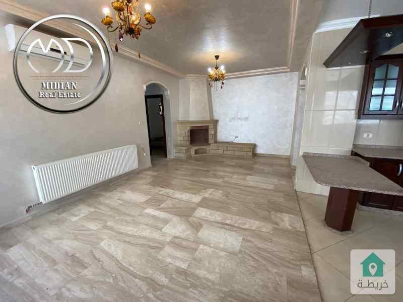 شقة اخير مع روف فارغة للإيجار - الرابية خلف الاتصالات - مساحة 200م - مع روف 100م - اطلالة رائعة .