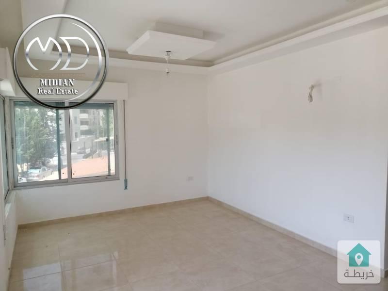 شقة جديده للبيع - ام السماق خلف بيجو مساحة 100م - طابق اول بسعر مناسب .