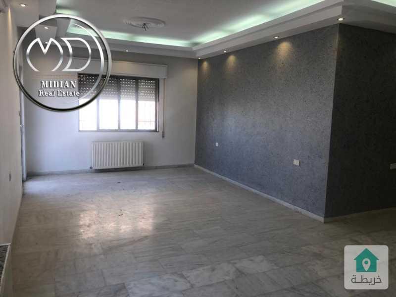 شقة فارغة للايجار - الهوليدي ان قرب مطعم ورد - مساحة 240م - طابق ثاني - وبسعر مناسب .