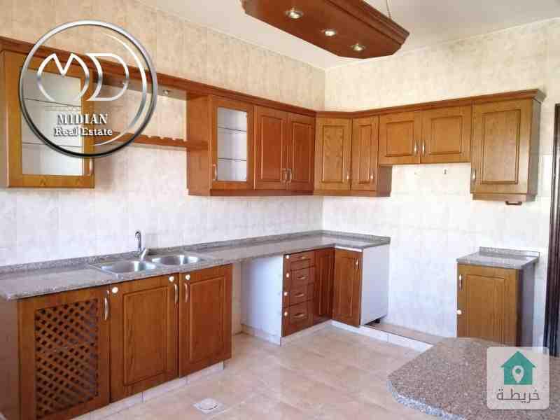 شقة طابقية فارغة للايجار - الموفنبيك قرب لاكي - مساحة 180م - طابق اول - اطلالة جميلة .