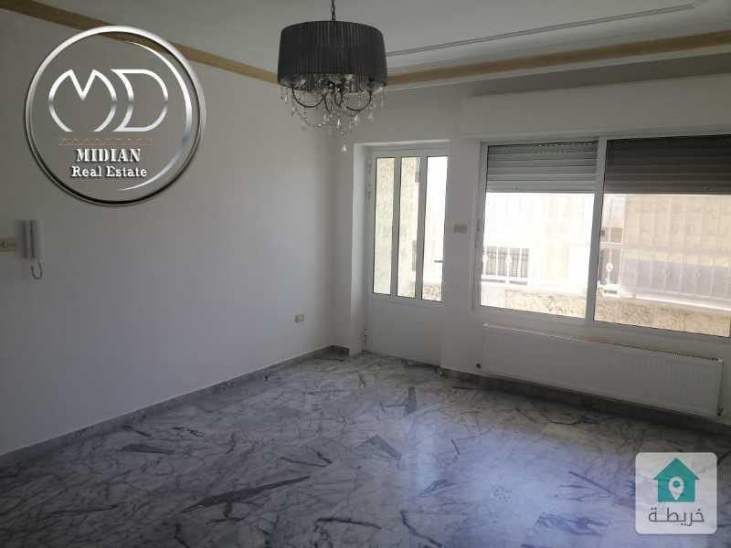 شقة للبيع - ام السماق قرب مدارس الجزيرة - مساحة 180م - طابق ثالث - اطلالة جميلة .