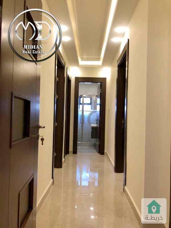 شقة ارضية جديده للبيع- خلدا خلف بردايس مساحة 250م مع ترس 70م -تشطيبات سوبر ديلوكس .