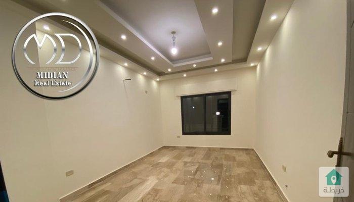 شقة شبه ارضي جديدة للبيع الجندويل قرب بيت المفتول مساحة 140م مع ترس وحديقة 100م بسعر مميز.
