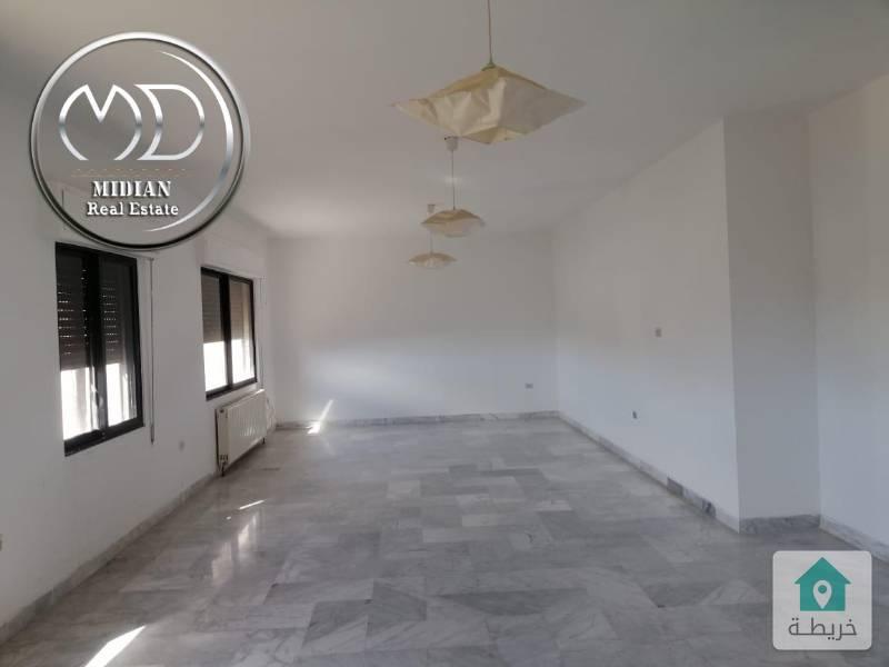 شقة فارغة للايجار الصويفية قرب زيت وزعتر - مساحة 200م - طابق ثالث .
